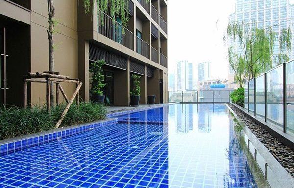 Noble-Refine-Bangkok-condo-swimmingpools